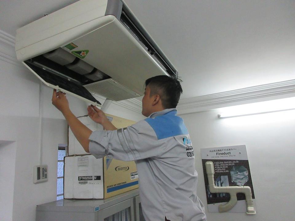 Thợ vệ sinh máy lạnh ở Bình Dương năm 2020